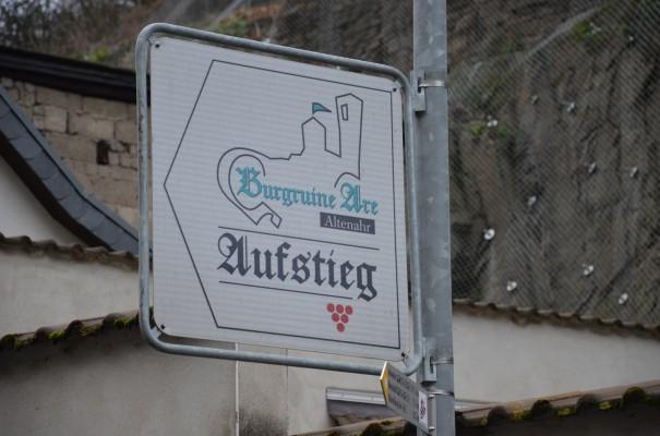 Und jetzt wird`s ernst - der Aufstieg zum Rotweinwanderweg © entdecker-greise.de