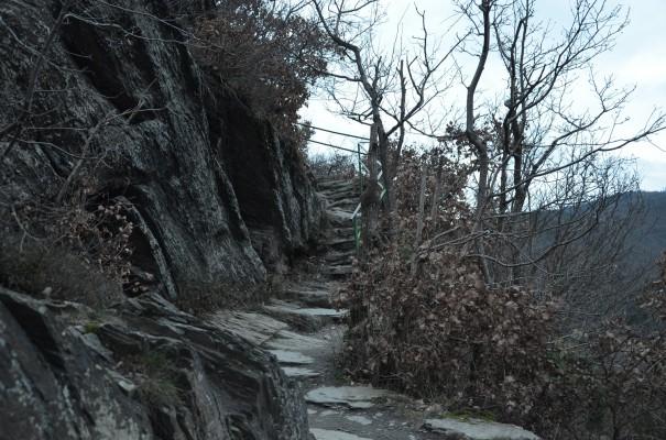 Felsenpassage Rotweinwanderweg © entdecker-greise.de
