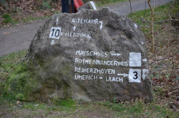 Steinwegweiser Rotweinwanderweg © entdecker-greise.de