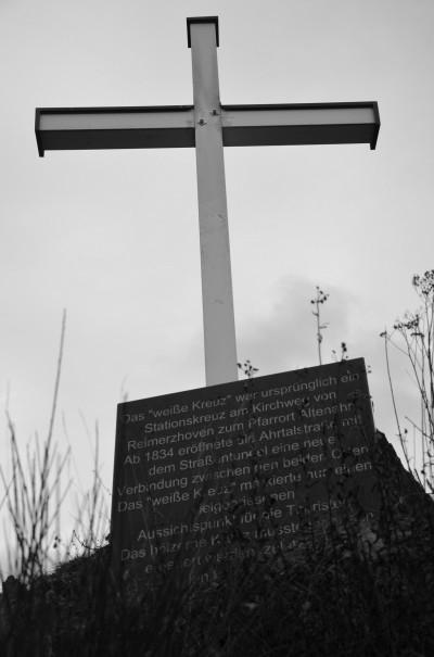 Und schon die nächste Sehenswürdigkeit - das weiße Kreuz bei Altenahr © entdecker-greise.de