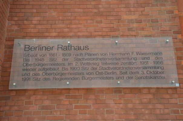 Inschrift am Roten Rathaus ©entdecker-greise.de
