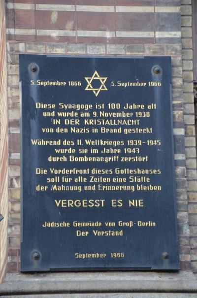 Vergesst es nie ... Inschrift an der neuen Synagoge Berlin ©entdecker-greise.de