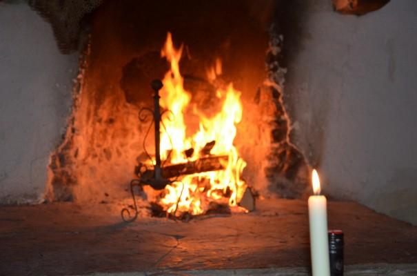 Den Abend gemütlich am Kaminfeuer mit einem Glas Rotwein ausklingen lassen - Lebensqualität pur! ©entdecker-greise.de