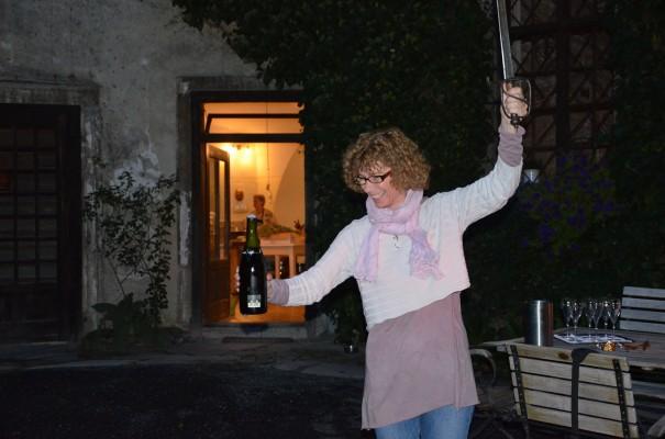 Die Sektflasche mit dem Schwert geköpft ... ©entdecker-greise.de