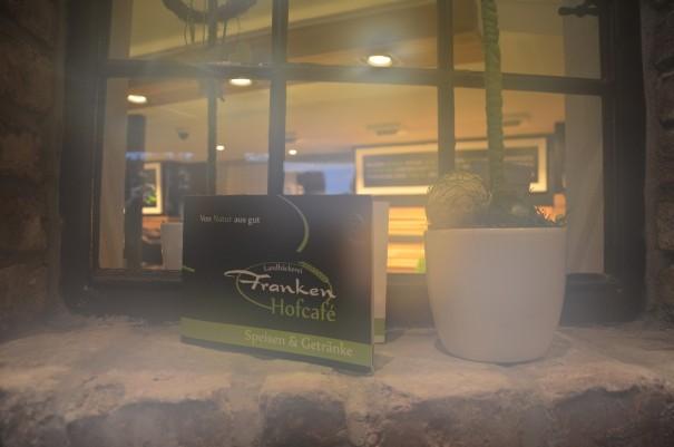 Und jetzt einen heißen Kakao im Hofcafé Franken. Da wird sogar der Kamera warm ums Herz ;-) ©entdecker-greise.de