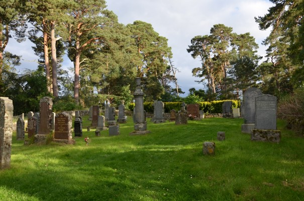 Uriger alter Friedhof bei Alvie ©entdecker-greise.de