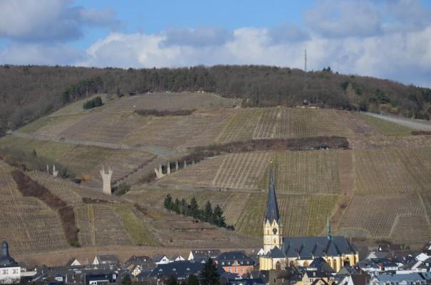 Der Ahrsteig bietet herrliche Ausblicke über das schöne Ahrtal, hier mit Blick auf den Rotweinwanderweg ©entdecker-greise.de
