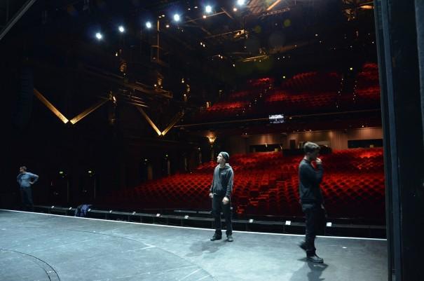 Letzte Bühnenvorbereitungen vor der Aufführung des Elisabeth Musicals, im Colosseum Theater Essen ©entdecker-greise.de