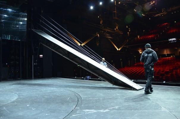 Reile und Drehbüne als wichtigste Bühnenobjekte, beim Elisabeth Musical ©entdecker-greise.de
