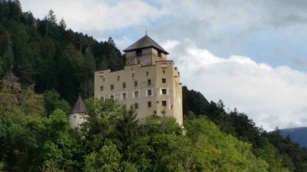 Schloss Landeck ... hoch über den Dächern des kleinen Städtchens. ©entdecker-greise.de