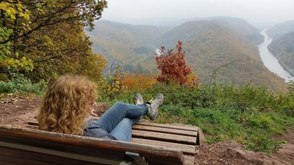 Das Saarland ist ein wahres Paradies für Outdoorfreunde - hier ein morgendlicher Blick auf die Saarschleife, noch ein wenig neblig, aber dennoch wunderschön. ©entdecker-greise.de