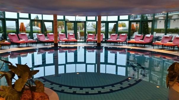 Ein Teilausschnitt des wunderschönen Wellness-Bereichs des Victor`s Residenz Hotels Schloss Berg, der selbst mich schon vor dem Frühstück in den Pool gelockt hat ;-) ©entdecker-gr