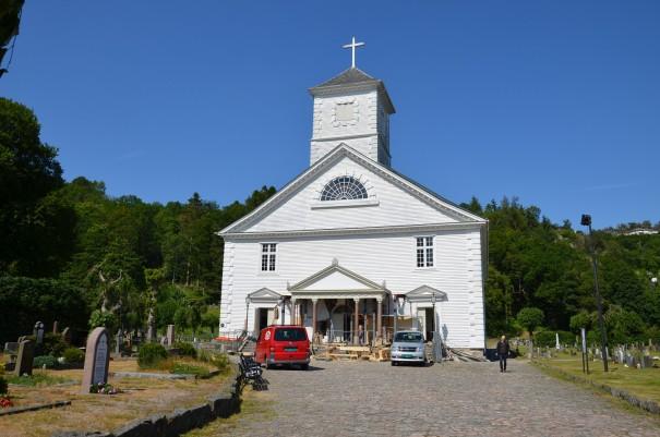 Die älteste erhaltene Holzkirche Norwegens steht in Mandal. Hier finden gerade Renovierungsarbeiten statt. ©entdecker-greise.de
