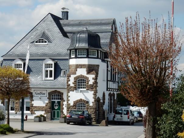 Das alte Bahnhofsgebäude von Lindlar. ©entdecker-greise.de