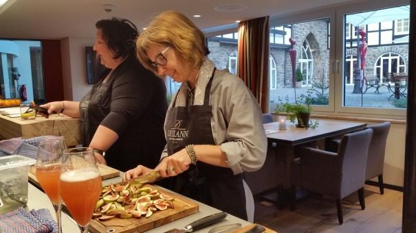Kochen in der Event-Küche des Hotel Deimann. ©entdecker-greise.de