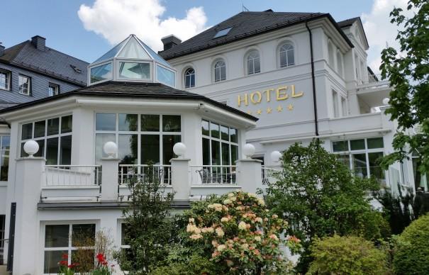 Tradition aus dem Hause Deimann - das Romantik- und Wellnesshotel im Sauerland steht für Kulinarik, Wellness, Wandern und Golfen. ©entdecker-greise.de