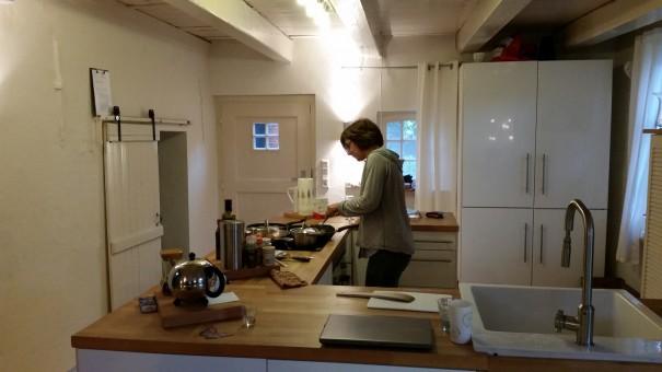 In der großen Wohnküche macht selbst mir das Kochen Spaß! ;-) ©www.entdecker-greise.de