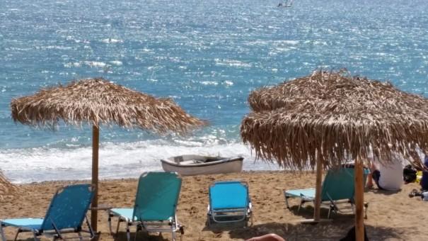 Entspannte Stunden am Strand und das Ionische Meer funkelt unter der Sonne. ©www.entdecker-greise.de