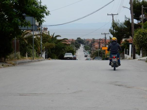 Diese Kreuzung bildet die Grenze zwischen dem alten und dem neuen Nikiti. Beide sind definitiv einen Besuch wert. ©www.entdecker-greise.de #corfelios