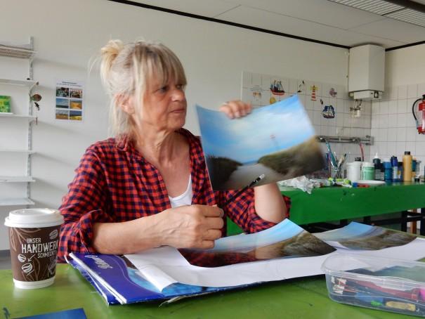 Marlies Eggers begleitet ihre Malschüler durch Höhen und Tiefen des kreativen Prozesses. ©www.entdecker-greise.de