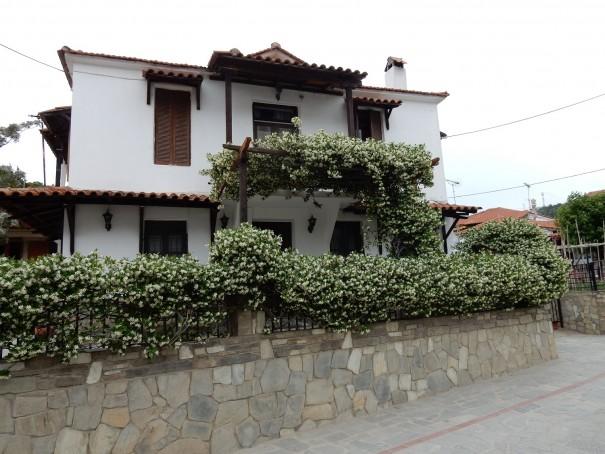 Nikiti, eine Stadt durchströmt vom Duft des Jasmins. ©www.entdecker-greise.de #corfelios